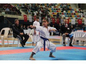Büyükşehir Karate Ligi Üçüncü Etabı Başladı