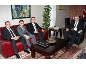 KKTC Başbakanı Ömer Kalyoncu, Türkiye Gençlik Ve Spor Konfederasyonu Yetkililerini Kabul Etti