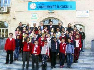 Cumhuriyet İlkokulu Satrançta Büyük Başarı Elde Etti