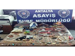 Hırsızlık Şüphelisi, Antalya'da Polisten Kaçamadı