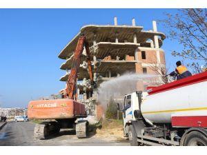Büyükçekmece Belediyesi, kaçak binaları yıktı