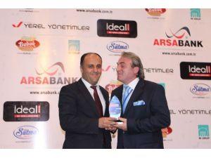 Özaltun'a Yılın Başarılı Yerel Yöneticisi Ödülü