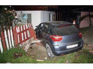 Evin Bahçesine Uçan Otomobil Korku Yaşattı