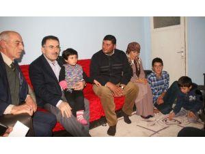 Yozgat Milletvekili Soysal, Kolu Kesilen Küçük Meryem'in İşsiz Babasına İş Sözü Verdi