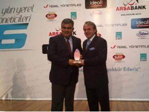 Başkan Özgüven'e Yılın Yerel Yöneticisi Ödülü
