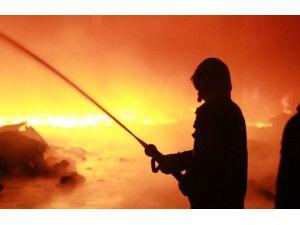 Bursa'daki Fabrika Yangını 14 Saat Sonra Kontrol Altına Alındı