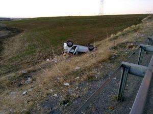 Otomobil Şarampole Uçtu: 3 Yaralı