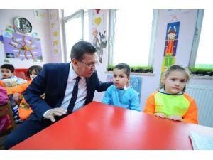 Başkan Çetin, Nezaket Okulu'nu Ziyaret Etti