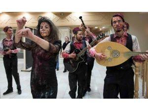 Üsküdar'da Zombiler Kampüsü Bastı