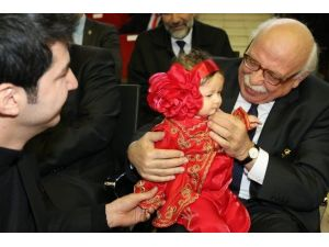 Bakan Avcı Düzceli Minik Betül'ü Çok Sevdi