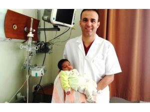 Suriyeli Hüsseyin Selim Bebek DÜ Hastanesi'nde Hayata Tutundu