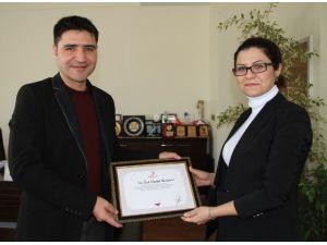 Kızılay'dan İstanbul Hastanesi'ne Teşekkür Belgesi