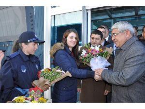 Kars'ın Belediye Başkanını Karslılar Bağrına Bastı