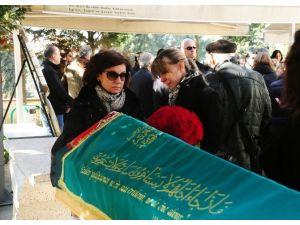Kızı Tarafından Öldürülen Banka Yöneticisi Kadın Son Yolculuğuna Uğurlandı