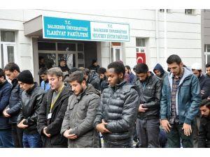 Balıkesir'den ODTÜ'de Namaz Kılan Öğrencilere Destek