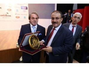 Afşin Belediye Başkanı Güven'e Yılın Belediye Başkanı Ödülü