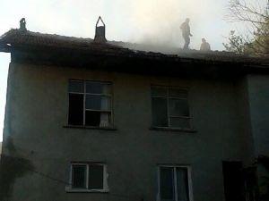 Kastamonu'da Üç Katlı Betonarme Bina Yandı