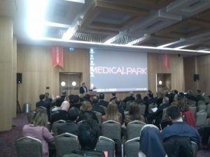 """Trabzon'da Doktorlara """"Mide Ve Bağırsak Kanserlerinde Tanı Ve Tedavide Yaklaşım"""" Konuları Anlatıldı"""