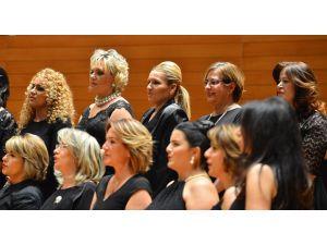 İzmirli kadınlardan 'Notalar Şiddete Karşı' etkinliği