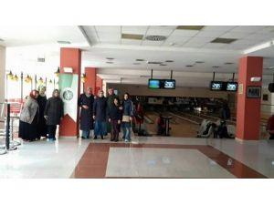 Erzurum Aktif Eğitim Sen Kadın Kolları Bowling'de Buluştu