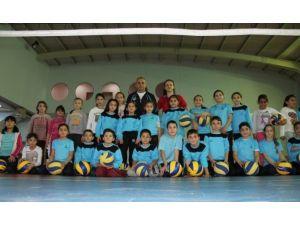 Spor Okullarında Filenin Yıldızları Yetişiyor