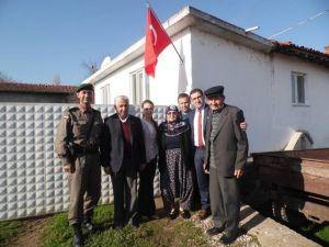 Çan Kaymakamı Kakillioğlu Şehit Ailelerine Bayrak Hediye Etti