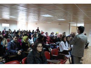 Üniversiteye Hazırlanan Öğrencilere Meslekler Tanıtıldı