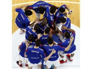 Anadolu Efes, Euroleague'de yılın son maçını Sırbistan takımı ile oynayacak