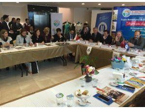Tuzla'da Geleneksel Türk El Yazmacılığı Yeniden Canlanıyor