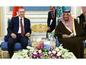 Cumhurbaşkanı Erdoğan, Kral Selman tarafından askeri törenle karşılandı