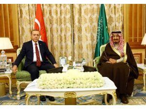 Erdoğan, Suudi Arabistan Kralı Selman İle Görüştü
