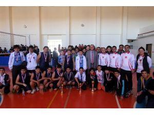 Yıldız Erkeklerde Voleybolun Şampiyonu TOKİ Ortaokulu
