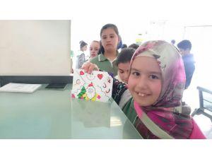 Öğrenciler mektup yazma dersini PTT'de işledi