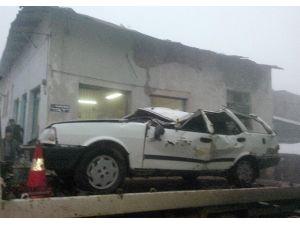 Otomobil Dereye Uçtu: 1 Yaralı