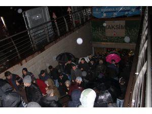 İstanbul'da akşam saatlerinde yağmur etkili oldu