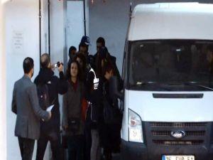 İzmir'deki İzinsiz Gösteride Gözaltına Alınanlar Adliyeye Sevk Edildi