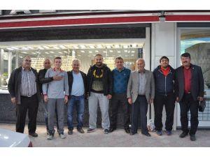 Başpehlivan Okulu, Güreş Ağaları Önal Ve Sarıca'yı Ziyaret Etti