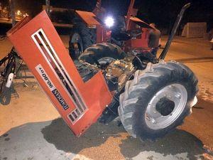 Direğe Çarpan Traktör İkiye Bölündü