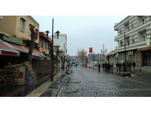 Sur'un tarihi Gazi Caddesi'ne 30 mevzi