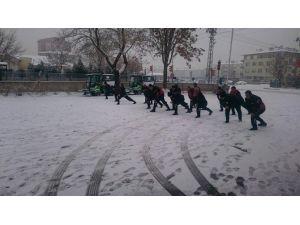 İtfaiyecileri Yağan Kar Bile Durduramadı