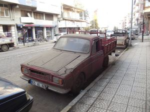 Cadde üzerinde çürümeye bırakılan araçlara tepki