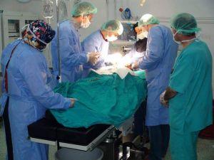 Kırılan kolu için hastaneye gitti karnından 3 kilo 165 gram kist çıkarıldı