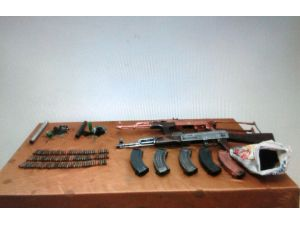 Van'da silah ve bomba ele geçirildi