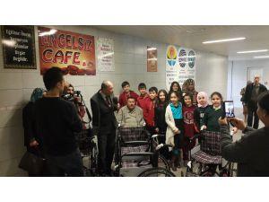Burçlu öğrencilerden Sakatlar Derneği'ne tekerlekli sandalye