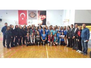 Okullar arası badminton müsabakaları tamamlandı
