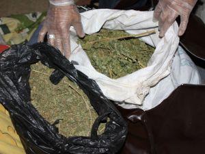 Jandarma mutfak dolabında 165 gram kubar esrar ele geçirdi