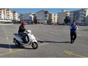 Kaymakam Günlü, İşitme Engellilere Ehliyet Belgelerini Verdi
