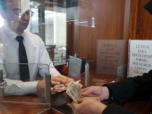 'Eski paraları' değiştirmek için bankaya koştular