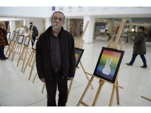Barışı karikatürlerle sergiledi