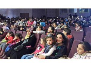 Kartepeli Çocuklar Tiyatroyu Çok Sevdi